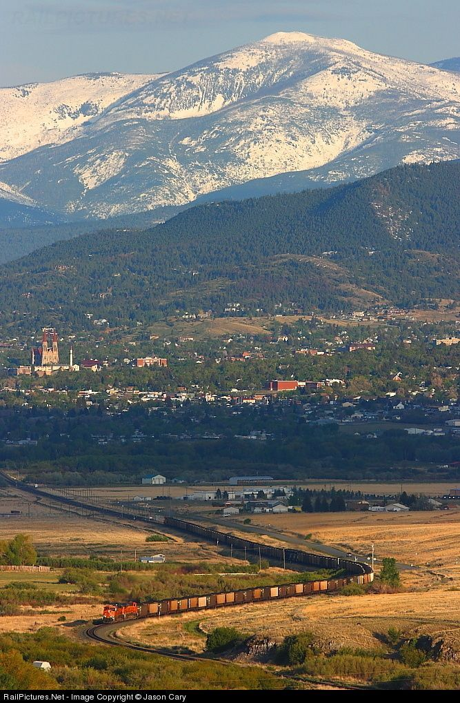 BNSF Railway GE ES44AC at Helena, Montana by Jason Cary
