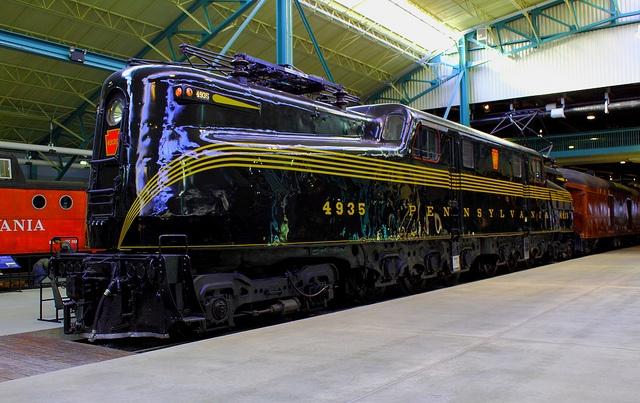 GG-1 # 4935 Locomotora eléctrica museo del ferrocarril de Pennsylvania en Strasburg, PA Eagles 9359