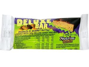 Deluxe bar peanuts & peanut butter Protein snack with peanuts & peanut butter  • Protein snack with chocolate coating, peanuts and peanut butter for athletes and for weight reducing diet.  • Contains 30 g of DELUXE whey protein of a high biological value.  • Effective meal replacement.  • Enriched with vitamins.  Ingredients: whey protein matrix (whey protein isolate and whey protein concentrate), glucose-fructose syrup, honey, peanuts, peanut butter, chocolate coating, vitamin premix.