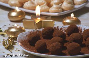 Truffes au chocolat - Noël, la recette d'Ôdélices : retrouvez les ingrédients, la préparation, des recettes similaires et des photos qui donnent envie !