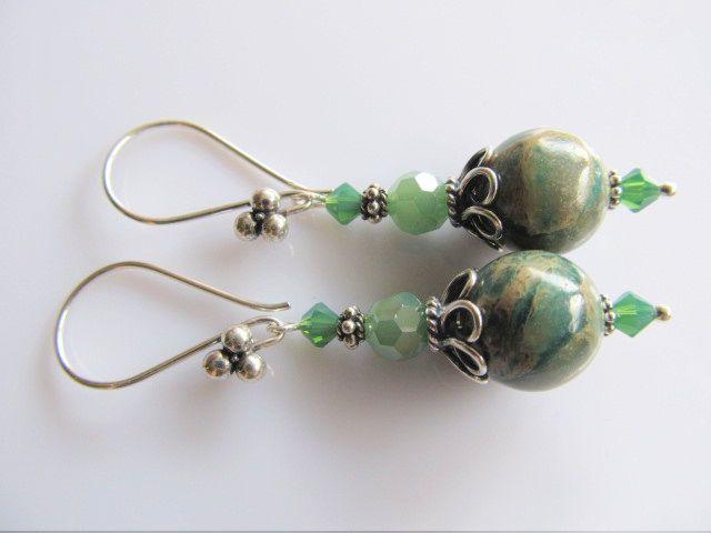 Oorbellen Imperial Green jaspis kraal met kristalglas rond facet en groen swarovski kristal kraaltjes. geheel zilver