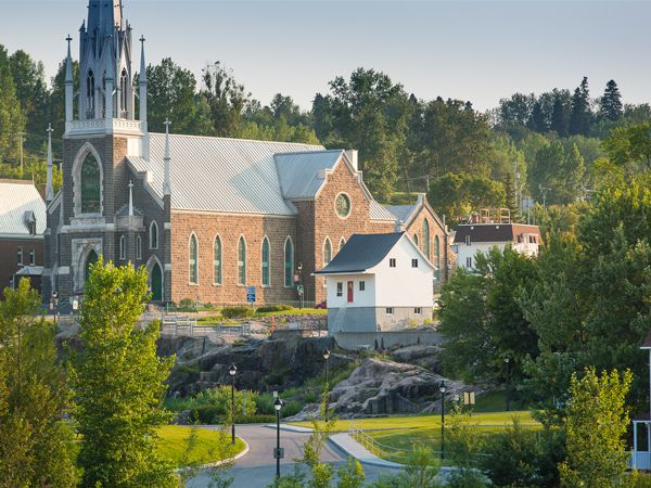 Church of Chicoutimi and the Little White House - Credit: Mathieu Dupuis