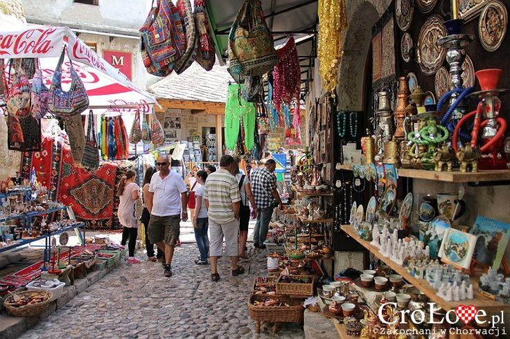 Stragany na starówce w Mostarze | Mostar - Bośnia i Hercegowina || http://crolove.pl/mostar-wielokulturowe-miasto-bosni-hercegowinie/ || #Mostar #BosniaiHercegowina #bih