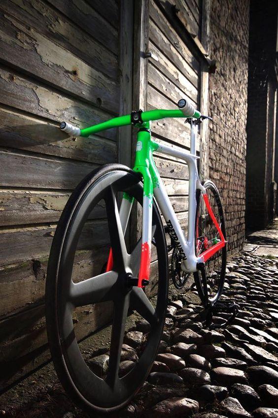 Best Folding Bikes for Women: Top 5 Bikes Review  http://bestbikesforwomen.com/best-folding-bikes-for-women/