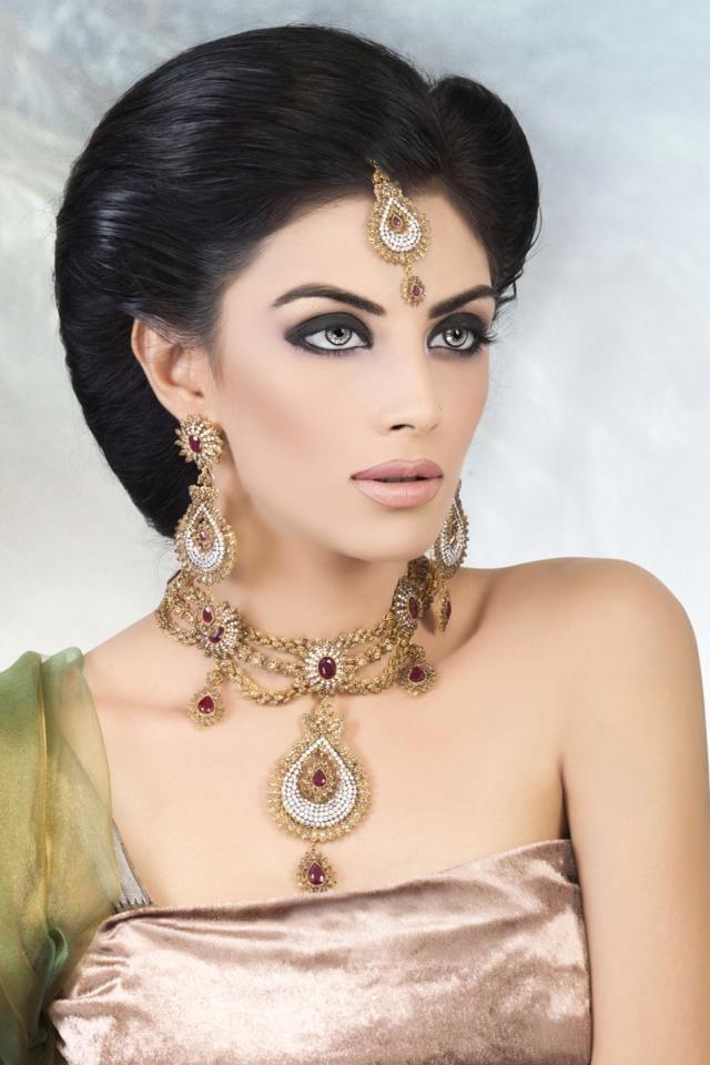 Pin by louis on gold jwellery   Women, Almond shaped eyes ...