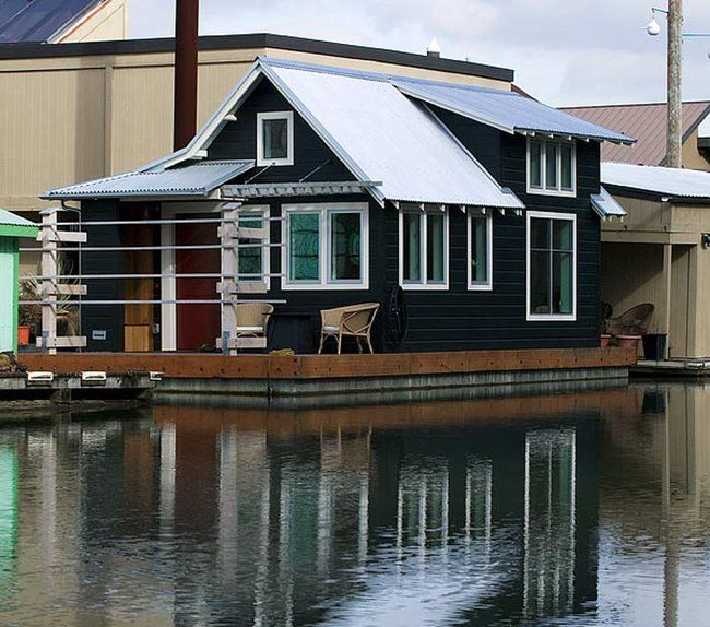 houseboat in Oregon