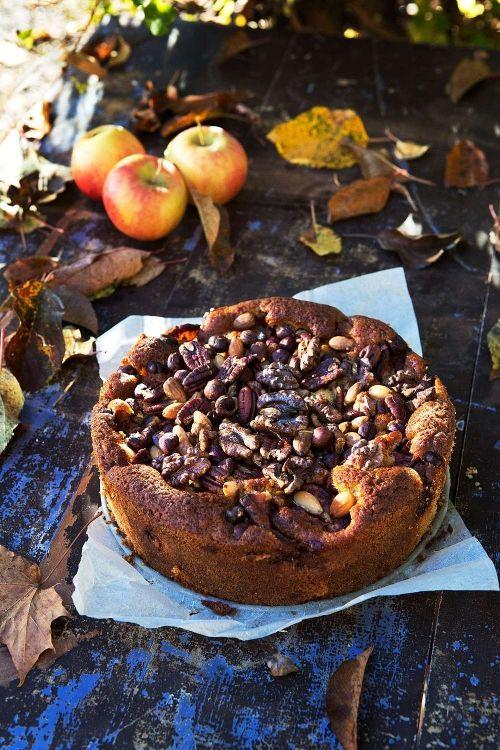 Bjud på den här helt ljuvliga äppelkakan vars recept kommer från boken…