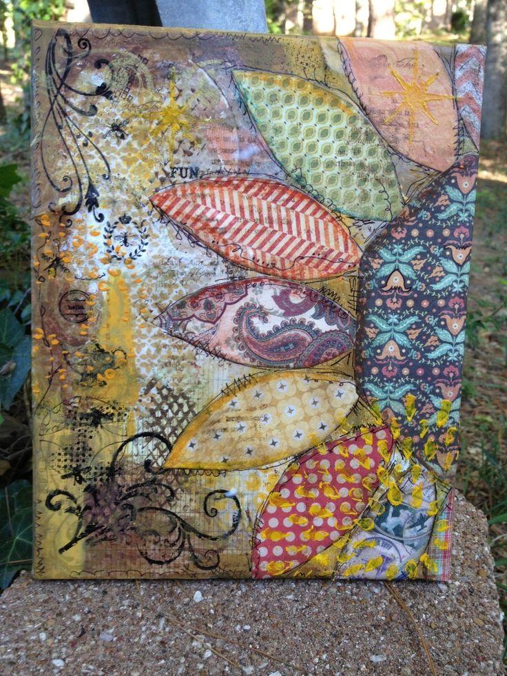 J'ADORE !! le fait qu'il y ait plusieurs tissus différent et plusieurs techniques différente (tissus+peinture +collage). Les couleurs et les motifs sont magnifiques! J'aime aussi les motifs a gauche fait en peinture! Le tableau rappelle l'été! C'est vraiment joyeux et vivant! J'aime aussi la forme de la fleur! Magnifique oeuvre d'art!