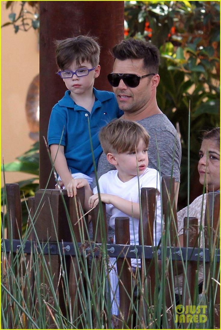 Adorable dad/sons photo! Ricky Martin: Taronga Zoo with Matteo & Valentino!