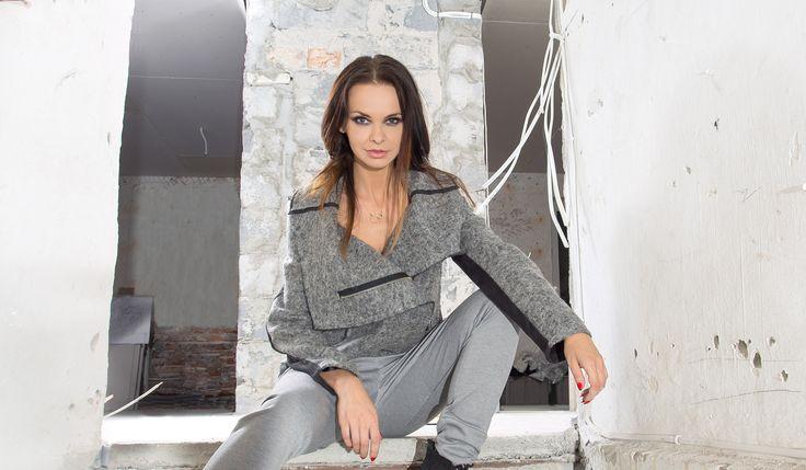 Asymetryczny, wełniany żakiet. Asymetric, woolen jacket. http://www.bee.com.pl/e-sklep/