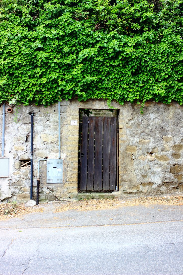 Bracciano - beautiful town near Rome. See 10 + charming doors and entrances! https://travelpic.org/2016/04/18/bracciano-10-charming-entrances-and-doors/