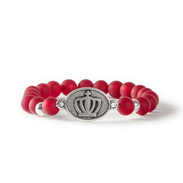 Königliches Armband mit Polarisperlen und Metallanhänger mit zwei Ösen für Armbänder von Glücksfieber.