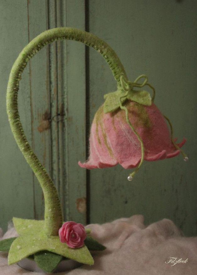 Süße Blumen Feen Lampe in Rosa aus Filz, die perfekte Deko für ein verträumtes Mädchen Kinderzimmer / felt flower fairy lamp in pink, perfect decoration for a princess girl childrens' room made by Filzfleck via DaWanda.com