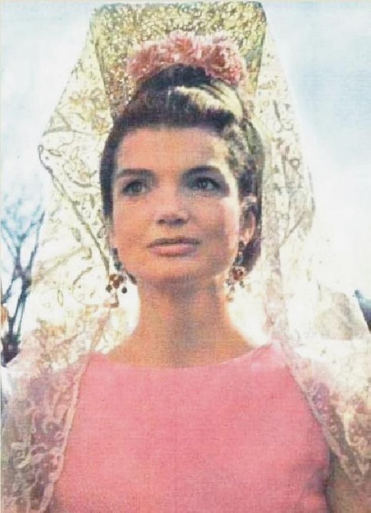 Former~~First Lady~~Jacqueline Kennedy in Spain, 1966.♡❤❤❤♡❤♡❤❤❤♡ http://en.wikipedia.org/wiki/Jacqueline_Kennedy_Onassis