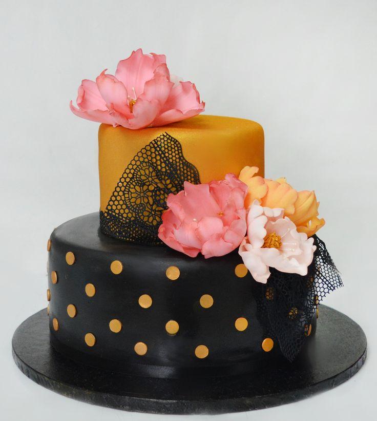 Eleganta unul model de tort pentru nunta sta in detaliile si culorile bine alese.
