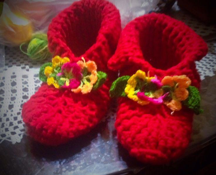 Zapatos con flores en crochet