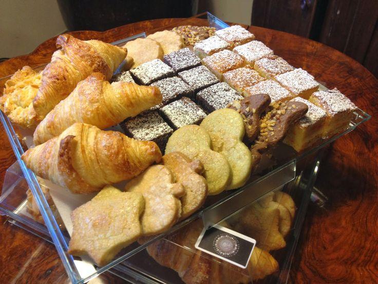 brioches, frolle, torta al cioccolato e torta di carote per coffee break - italian food, love Italy - from HAngry Bakery