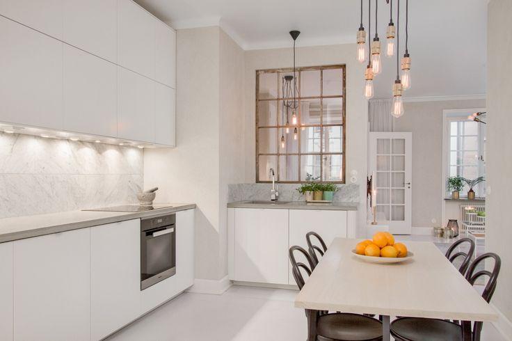 El protagonismo de una lampara en decoracion. Espacios vacios y delicados | Decorar tu casa es facilisimo.com