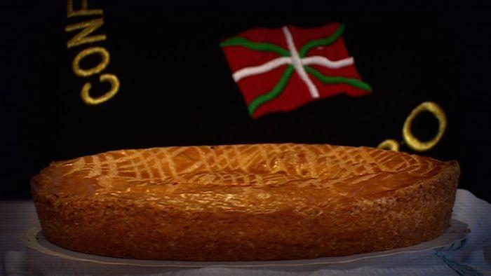 Direction le sud-ouest dans la ville qui a vu naître l'incontournable gâteau basque. C'est Cambo-les-Bains. Du beurre, de la farine, de la crème pâtissière et une cuisson un peu particulière.
