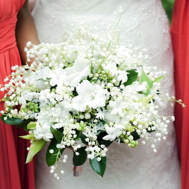White bridal bouquet // photo: Erik Ekroth