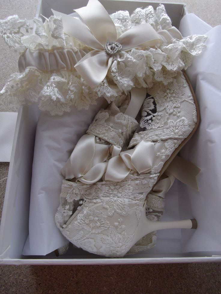 Lace boots with garter