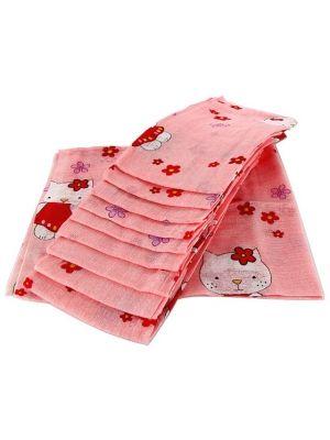 Pielucha tetrowa w kolorze różowym z modnym wzorem w postaci Hello Kitty. Całkowicie bezpieczna, nie powoduje podrażnień i uczuleń. Może być wykorzystywana wielokrotnie do różnych celów np. również jako śliniak. Łatwo się pierze i szybko schnie.