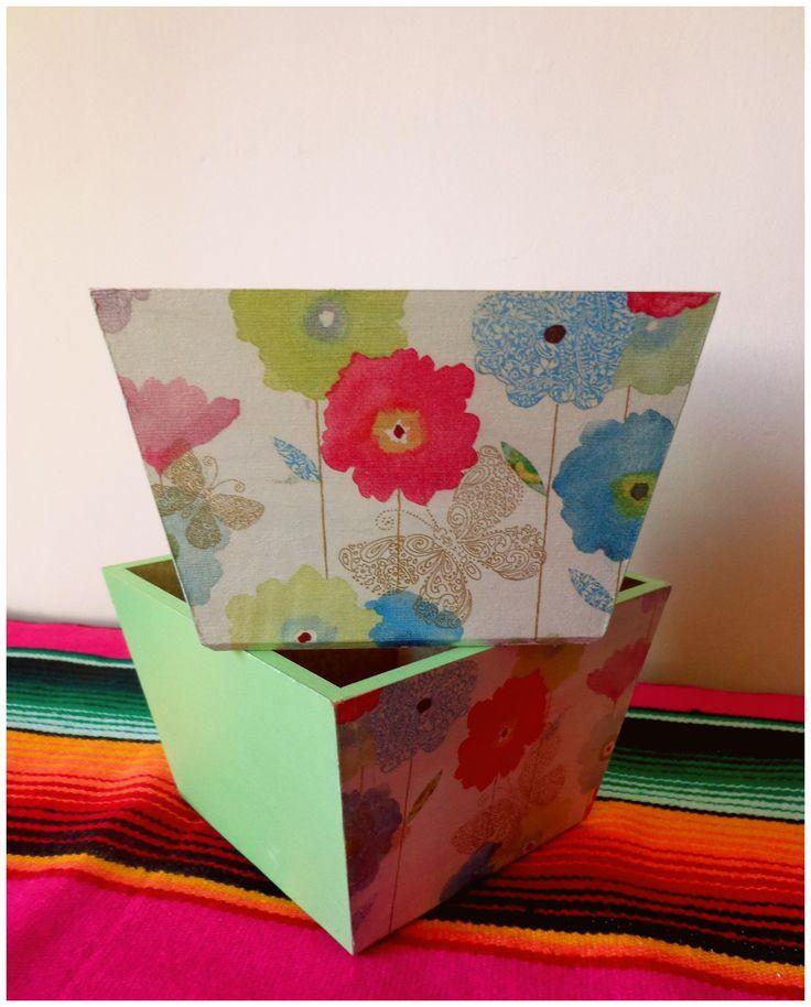 Pots/ decoupage/ floral