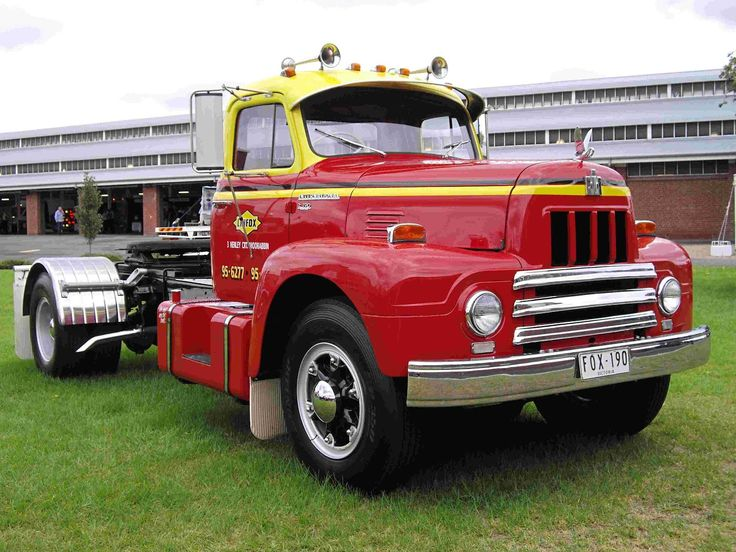 International Harvester Trucks for Sale | The Linfox R190. The three Linfox trucks are all great looking trucks.