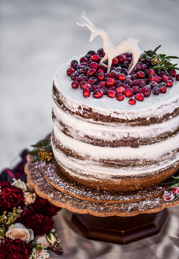 Winter Wedding Cake|Red, Gold & Plaid Rustic Winter Wedding Inspiration|Photographer: Shanda Lynn Call Photography
