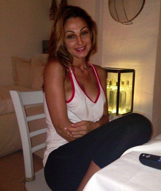 Anna Tatangelo polemica su Facebook: ''Eccomi senza trucco''