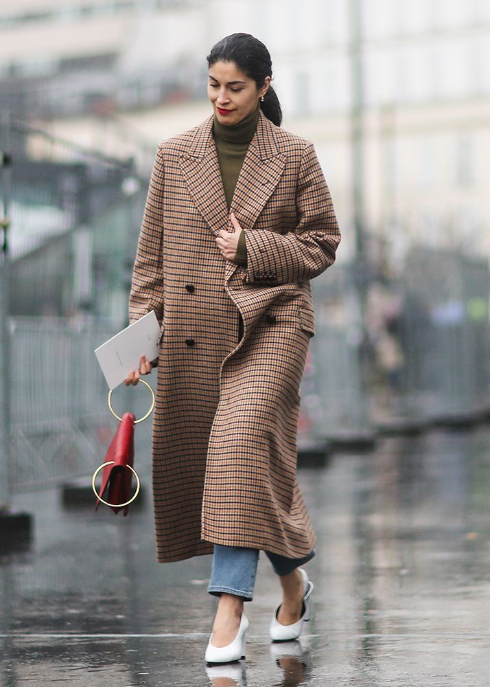 This is an excellent coat. Wish I could see the outfit underneath too!