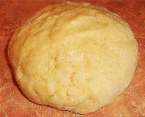 Рассыпчатое песочное тесто подойдет для печенья, заготовок под выпечку и запекания.