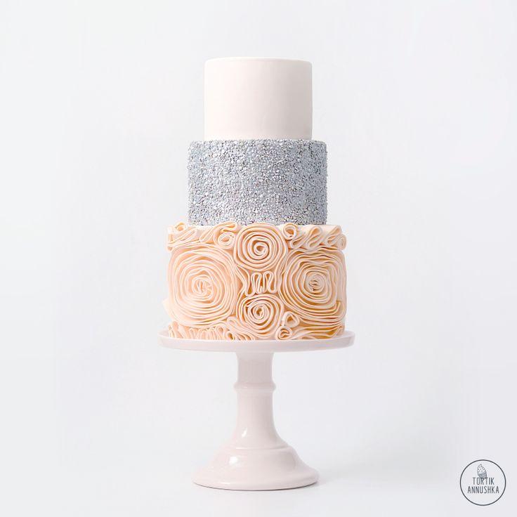 Кремовые рюши торт № 1424 на заказ в Москве
