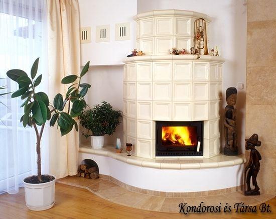 Hagyományos építésű, fafűtéses, nagy hőtároló képességű cserépkályha