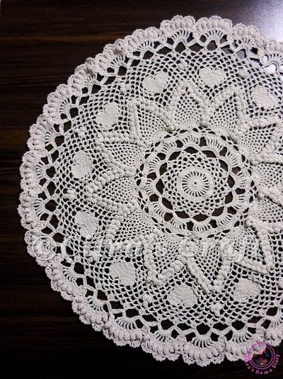 Romantic pineapple doily tablecloth