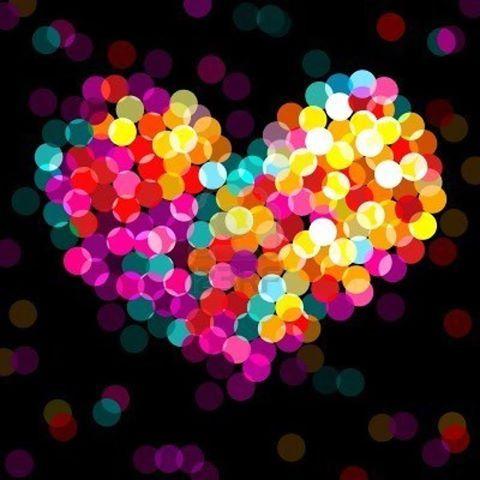 """El corazón es la puerta sin puerta hacia la realidad. Ve de la cabeza al corazón Todos estamos atascados en la cabeza. Ese es nuestro único problema, el único. Y sólamente hay una solución: bajar de la cabeza al corazón, y todos los problemas desaparecen. La cabeza crea los problemas. Y de pronto todo está tan claro y trasparente que uno se admira de cómo ha podido estar inventado problemas continuamente. OSHO - """"Meditación, la primera y última libertad""""."""