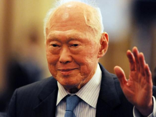 Singapore's elder statesman Lee Kuan Yew remains in critical condition, the government says, as police launch an investigation into bogus reports that he had died