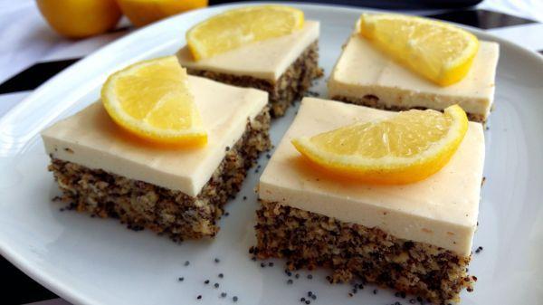 Svieža kombinácia maku s citrónom a tvarohový krém sú zárukou skvelého dezertu. Pochváliť sa môže aj výbornými nutričnými hodnotami.