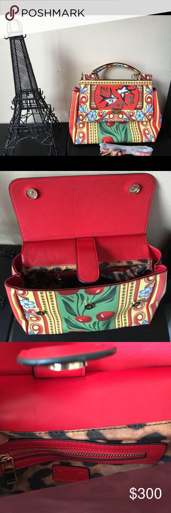 D&G handbag D&G handbag, good condition, you are gonna be a fashion girl D&G Bags