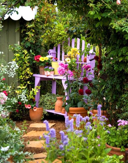 Colorful and gorgeousGardens Ideas, Pots Tables, Cottages Gardens, Secret Gardens, Small Spaces, Gardens Landscapes, Small Gardens, Pots Benches, Gardens Benches
