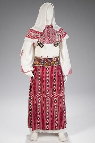 This female ceremonial costume reflects the traditional style of the Dumre region in central Albania. It was made around 1900.