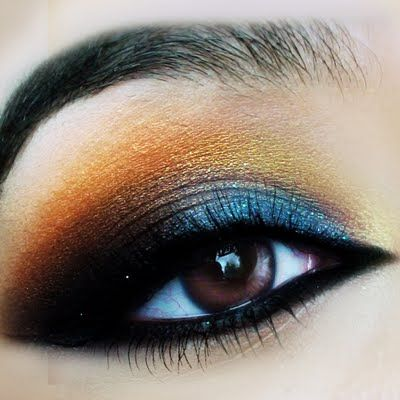 Preen.Me beauty guru Fatima and her multi colored Arabic Eye #makeup can be yours with her written tutorial here.