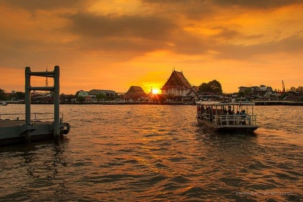 Canal Sunset in Bangkok, Thailand | Asian City Stopovers | Distant Journeys | http://www.distantjourneys.co.uk/blog/10-fascinating-facts-about-bangkok/