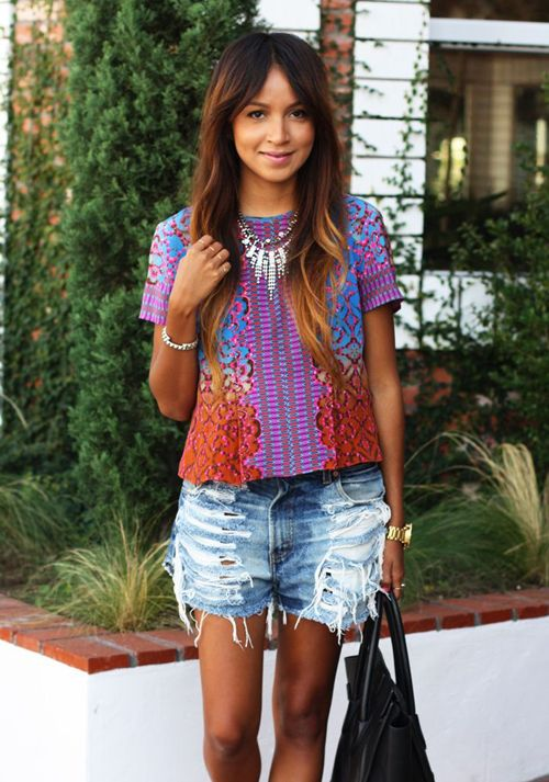 in love with this outfit {printed top, sparkly necklace, distressed denim}