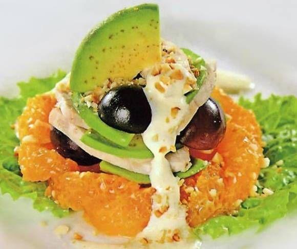 Watercress salad with turkey, kiwi and orange