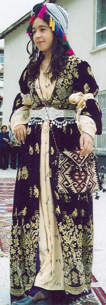 A traditional festive costume of the province of Hakkâri (Southeast Turkey). Ethnic group: Kurdish. 2nd half of the 20th century.