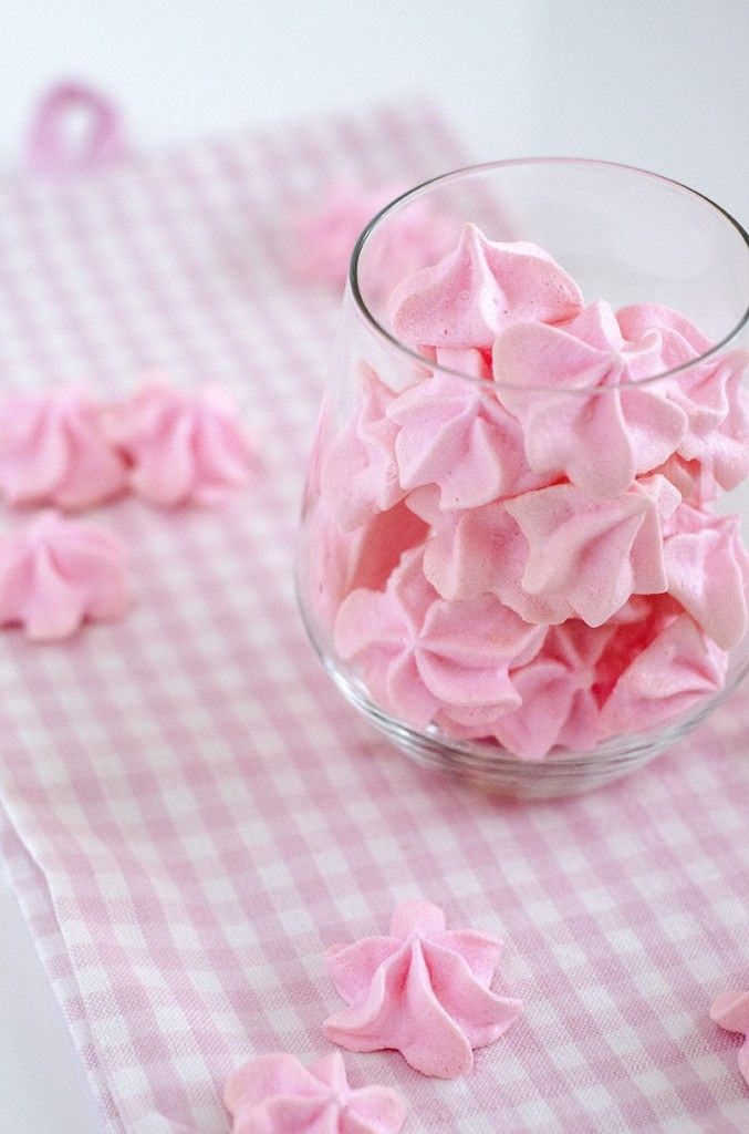 Meringue with rosewater flavour.