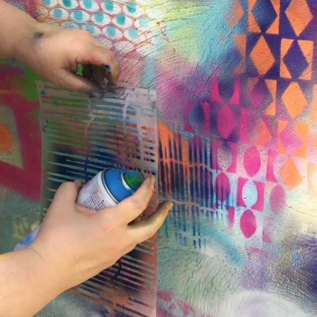 More graffiti fun with temporary spray paints on the wall! This time I am turning a stencil to create a grid...frankly I think I am still thinking tic tac toe from the Elle King song Ex's and Oh's... The stencil is from @stencilgirl_products and was desi