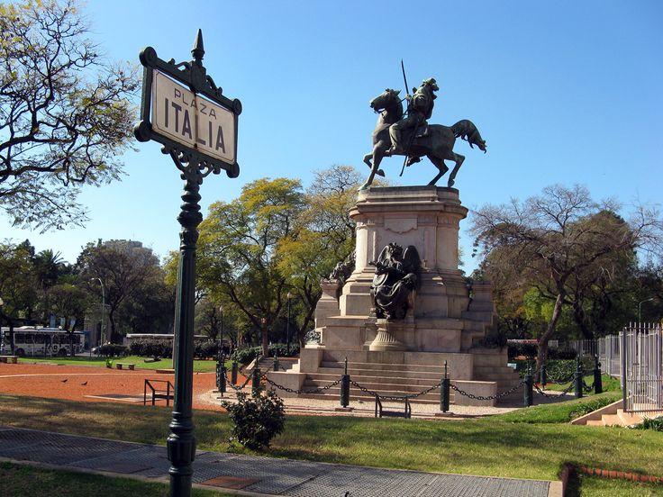 O Monumento a Giuseppe Garibaldi é parte de uma obrigação para quem transita Plaza Italia em Palermo, e evoca o militar italiano e da paisagem política.