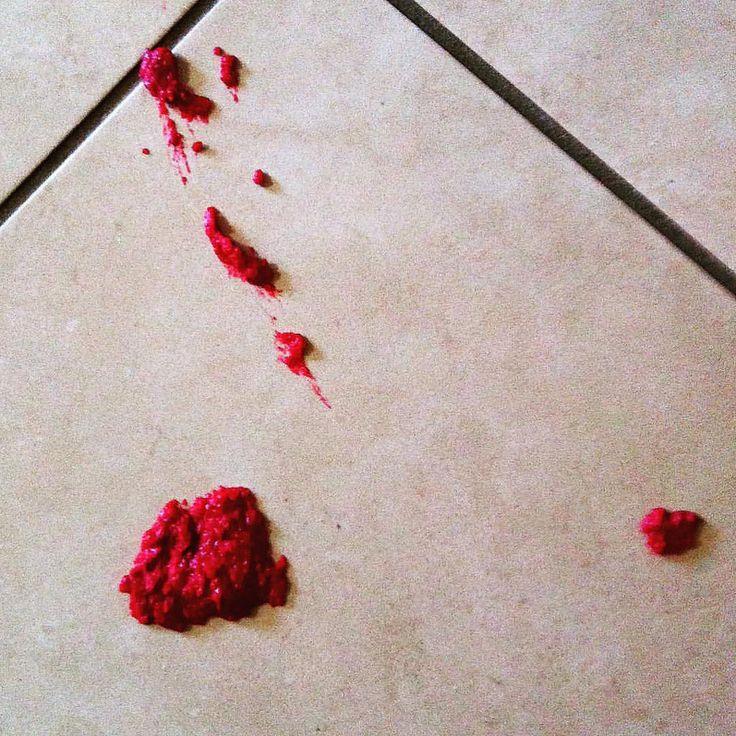 https://flic.kr/p/GtrzP7 | La purée de betterave rouge a splashé sur le carrelage